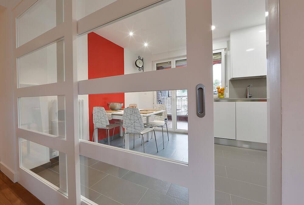 Dise os con puertas correderas interiorismo mirari araburu - Puertas de cristal correderas para cocinas ...
